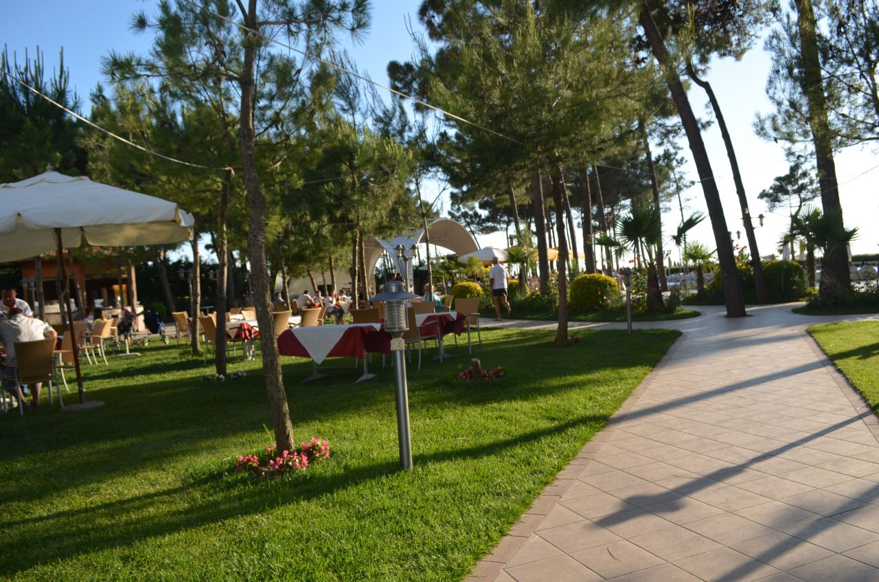 Sommerferie i Albania, tilbyr vi dette feriestedet i Durresi stranden for en hyggelig sommerferie med familien.