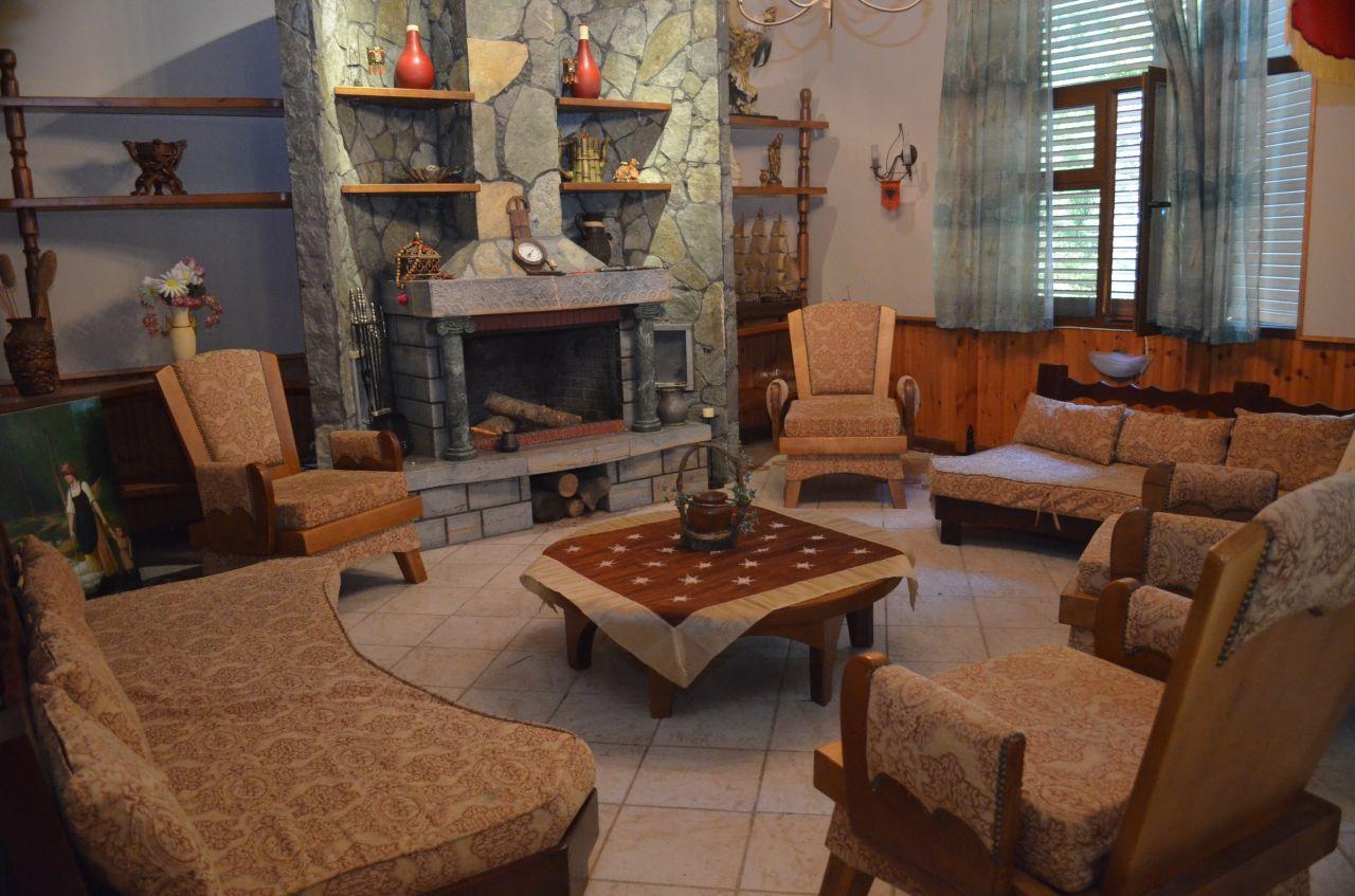 Villa per vacanze estive a Durazzo, vicino al mare.
