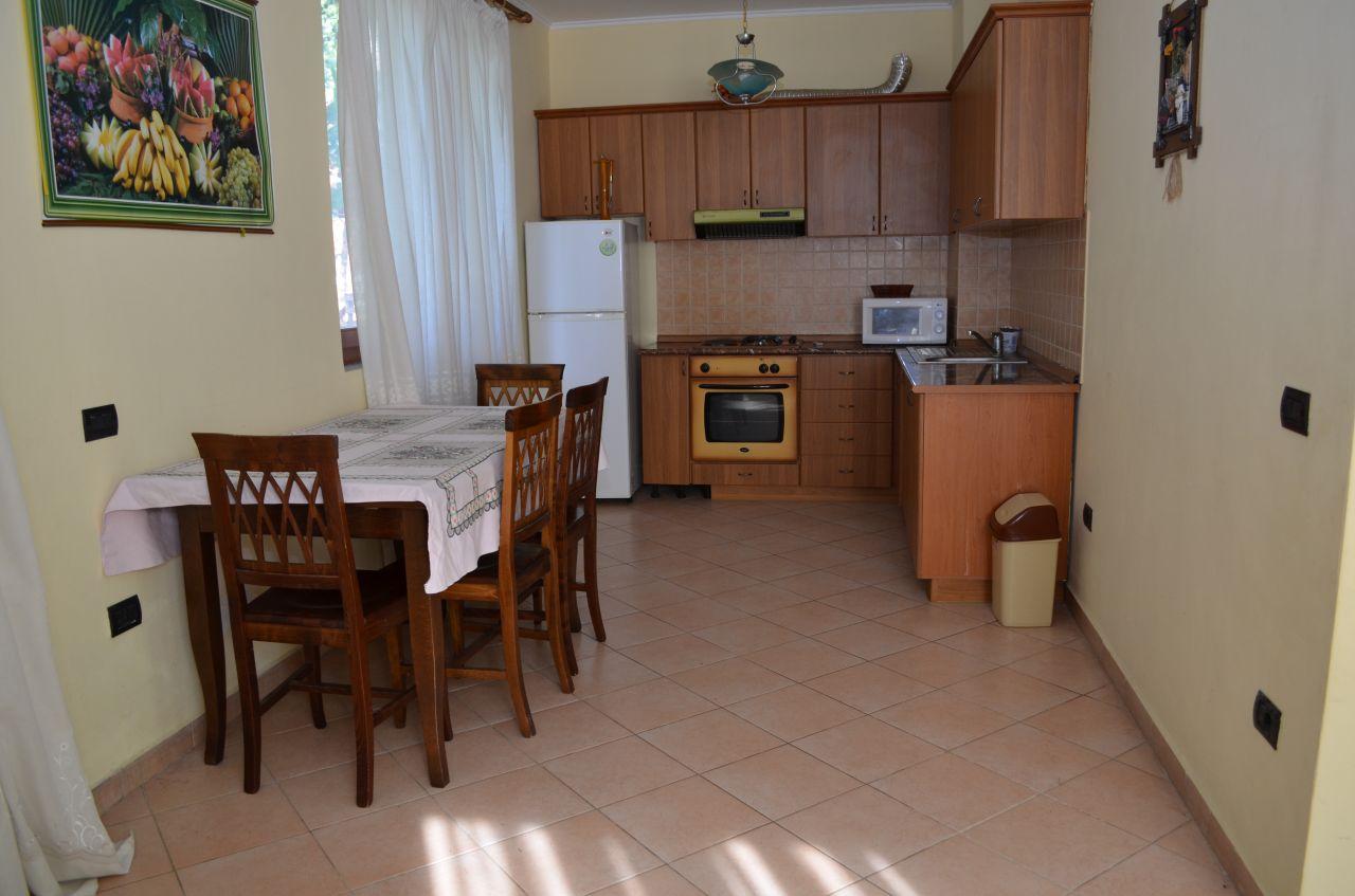 Apartament w willi w Lalzy Bay, w Durres, do wynajęcia na wakacje. Jest bardzo blisko do Tirany, a lotnisko krajowe.