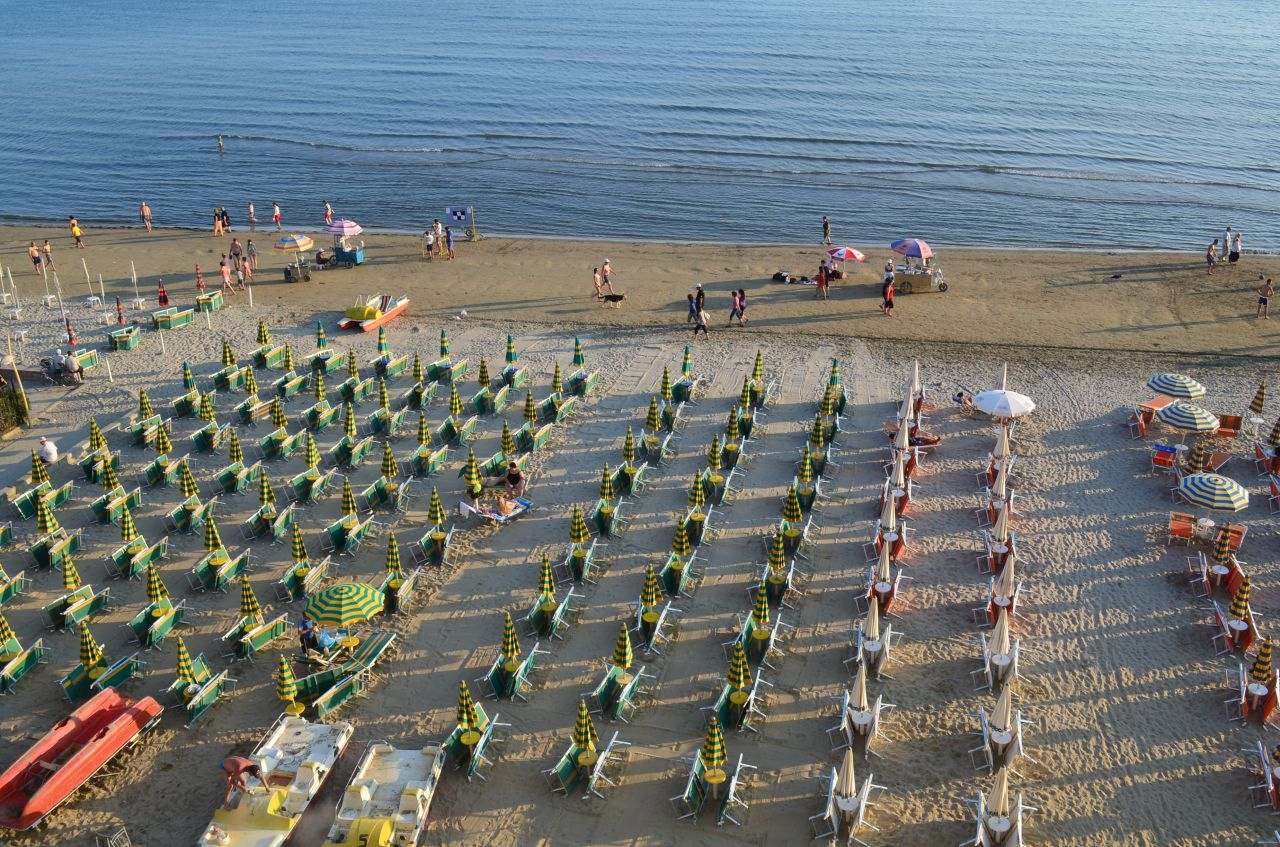 Spędzić wakacje w Durres, Albania. Adriatyckie wybrzeże Albanii jest jednym z najlepszych z piaszczystymi plażami