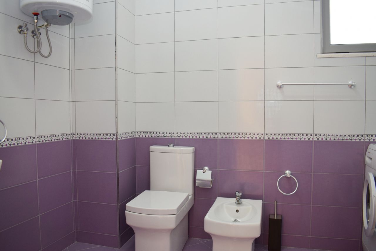 Appartamento con Due Camere in Affitto a Durrazzo