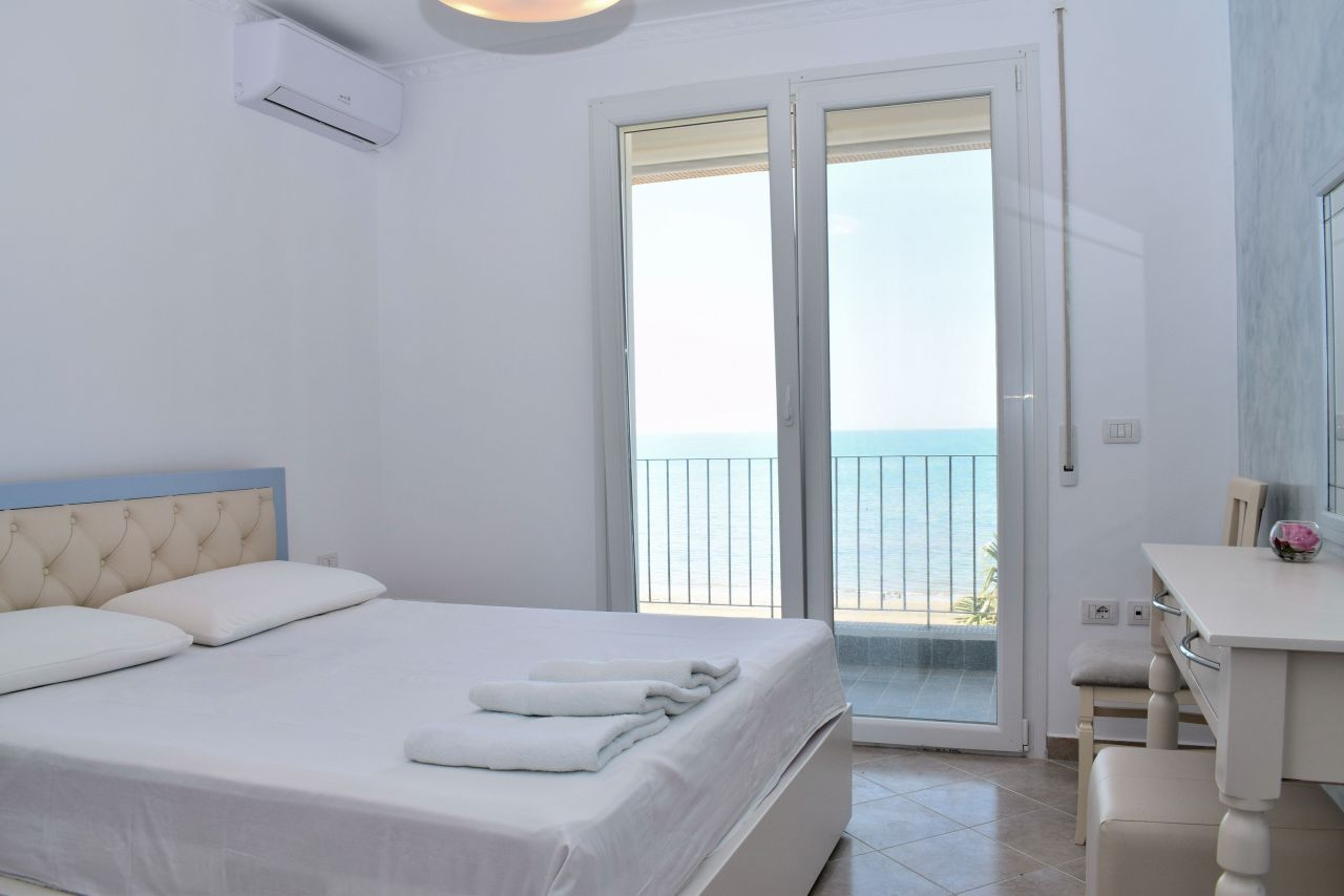 One Bedroom Holiday Apartment with  Sea view in Durres