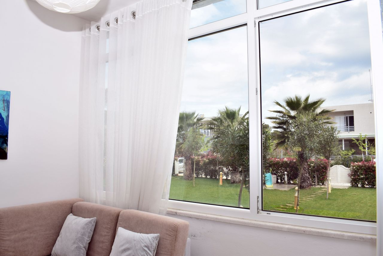 Vacation Rental Apartment With Garden At Lalzit Bay