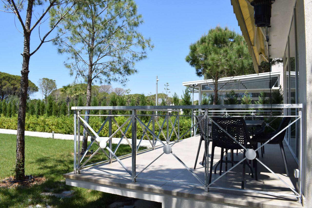 Просторная современная вилла на курорте Lura 3