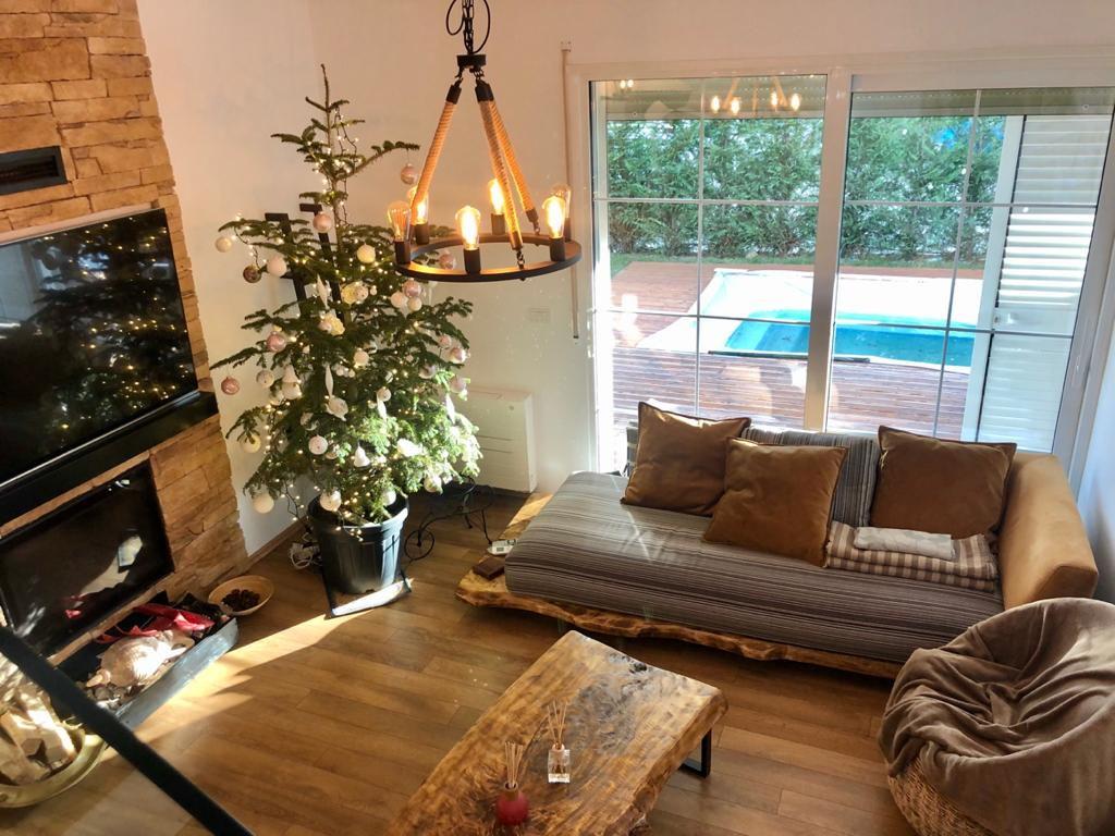 Роскошная вилла с бассейном на курорте Лура 3 Лалзит