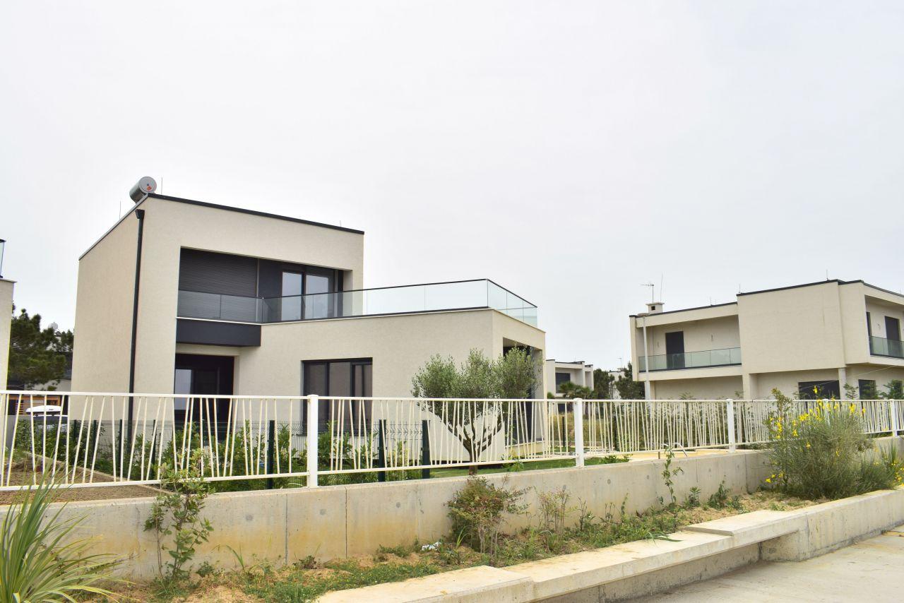 Роскошная вилла с бассейном в аренду в Vala Mar Residences