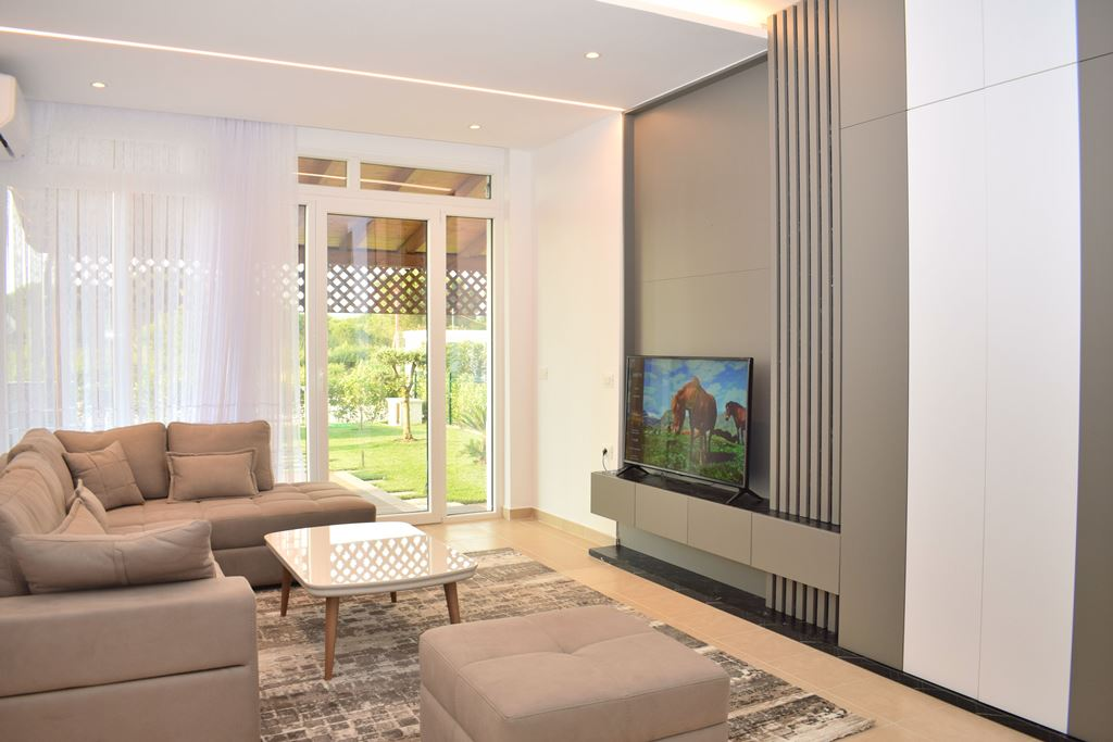 Holiday Apartment With Garden in Vala Mar