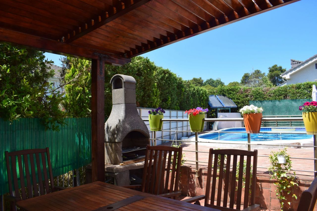 Rent Vacation Villa With Swimming Pool in Golem