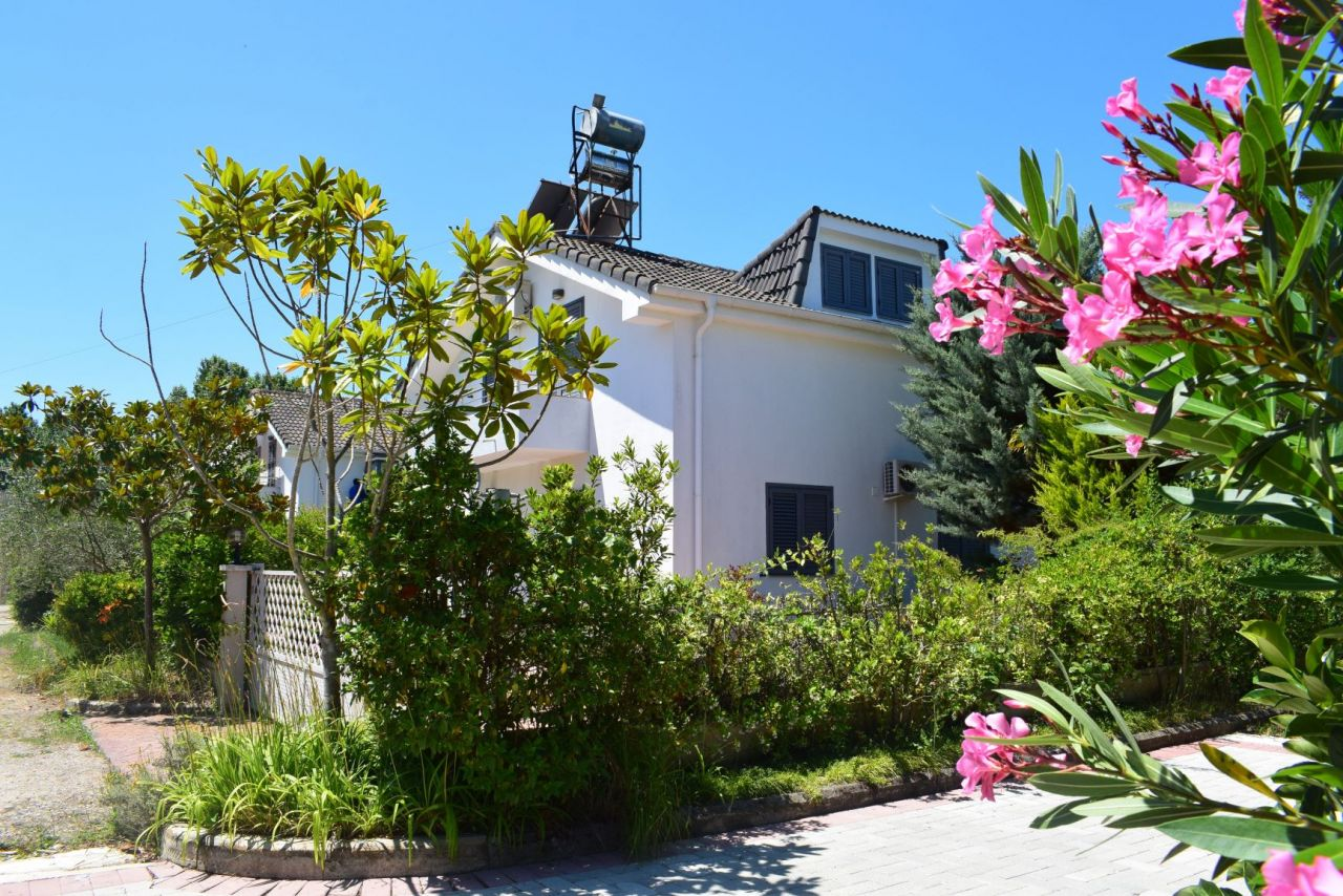 Kiadó nyaraló Villa Golem Durres