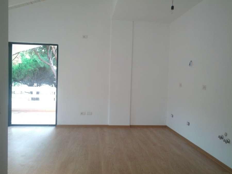 Apartament me 2 dhoma gjumi per shitje ne qytetin e Durresit, Shqiperi.