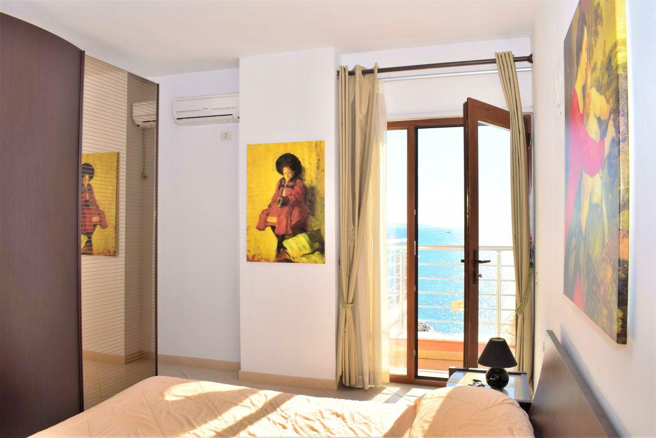 Апартаменты с террасой с полным видом на море в Дурресе
