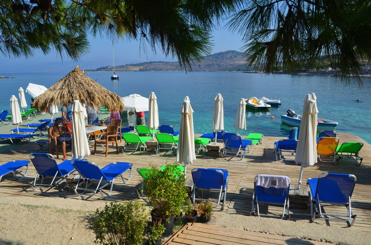 Vacation Rental Apartments In Ksamil With Garden