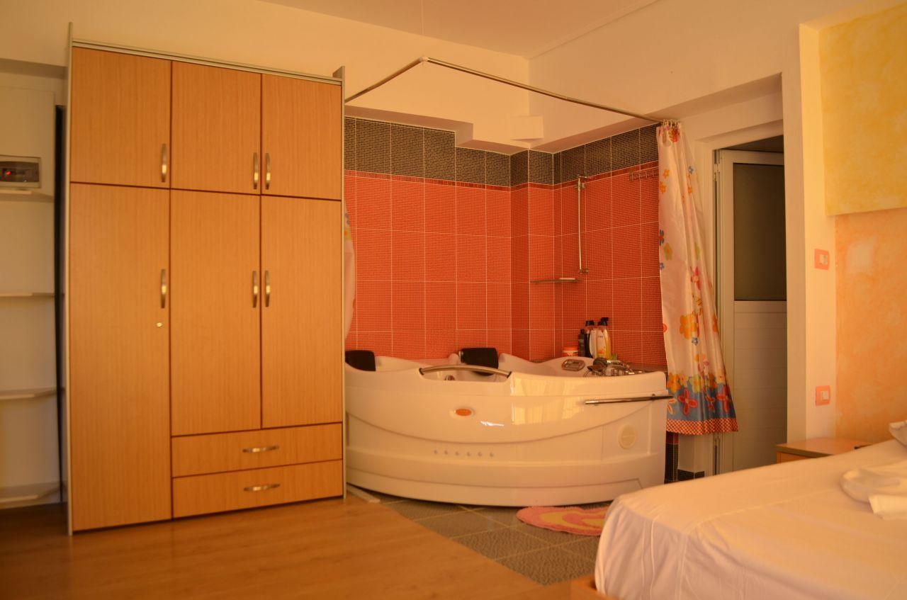 Appartamento per vacanze in Ksamil, luminoso e tranquillo.