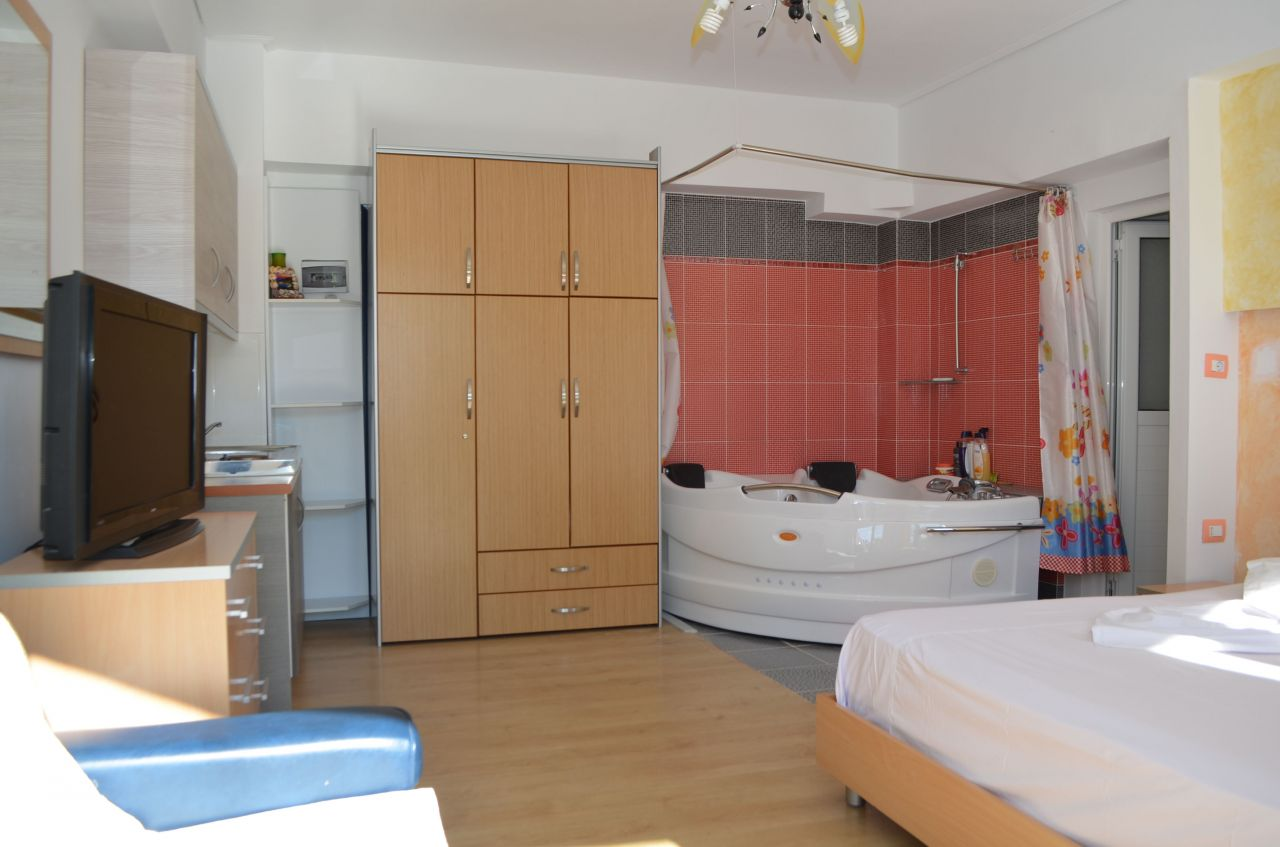 HOLIDAY STUDIO APARTMENT WITH JACUZZI IN KSAMIL.