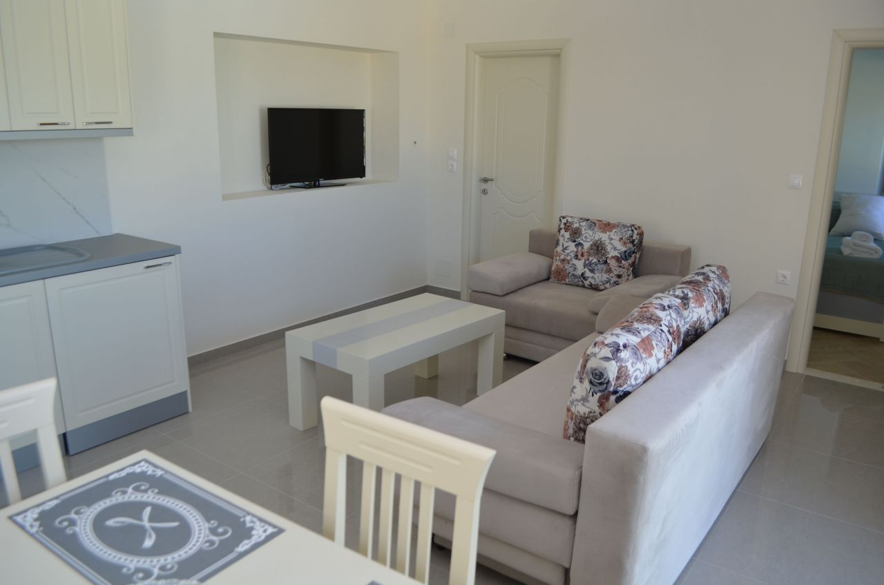 rent villa in ksamil with pool