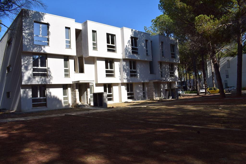 Ingatlanok a Gjiri Lalzit-ban, a San Pietro Resort-i eladó lakások