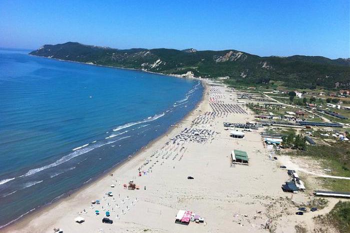 Lalzit Bay