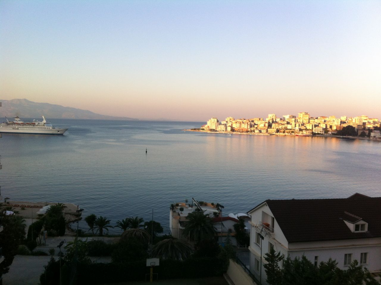 vacation homes in saranda, apartments in saranda for rent next to the sea.