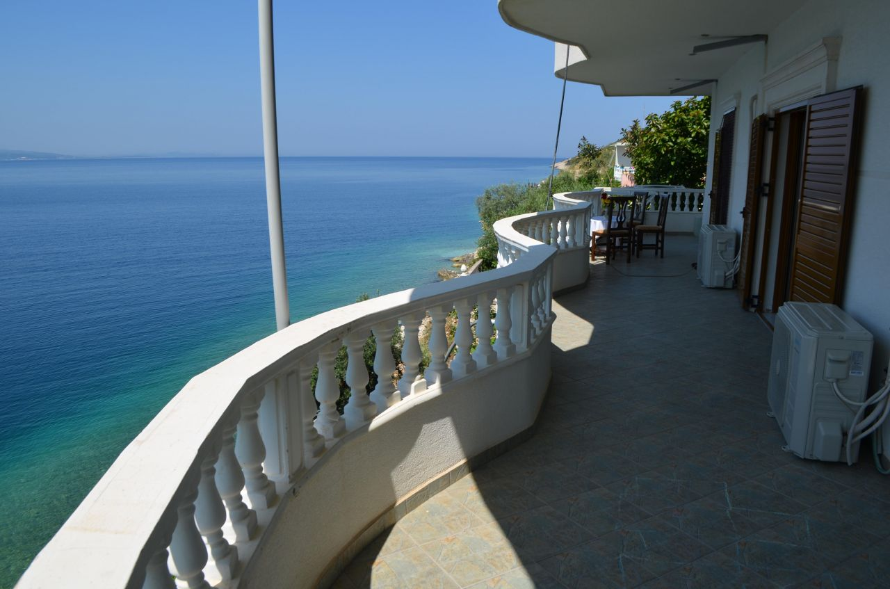 APARTMENT WITH PRIVATE BEACH IN SARANDA