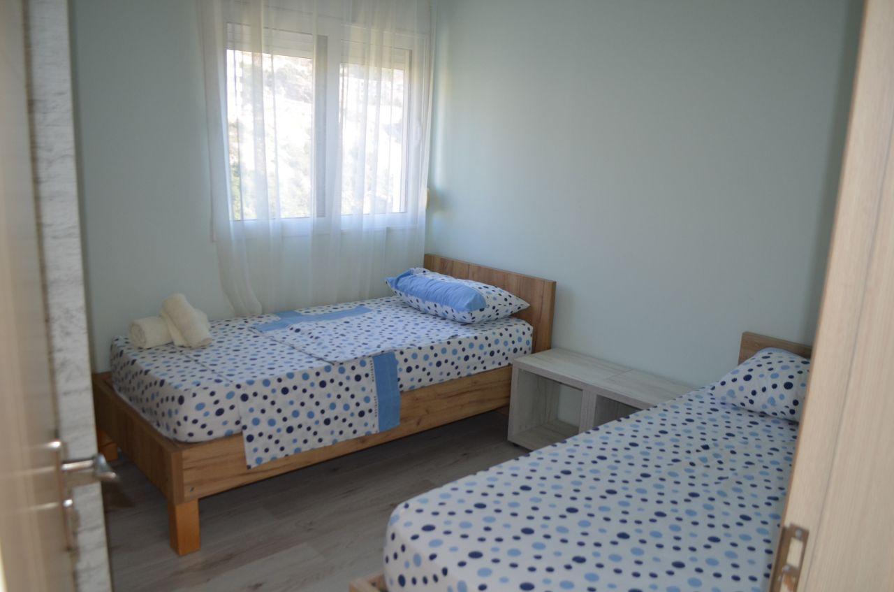 Penthouse til salgs i Albania. Ferie hus for salg med en vakker havutsikt i Saranda, Albania.