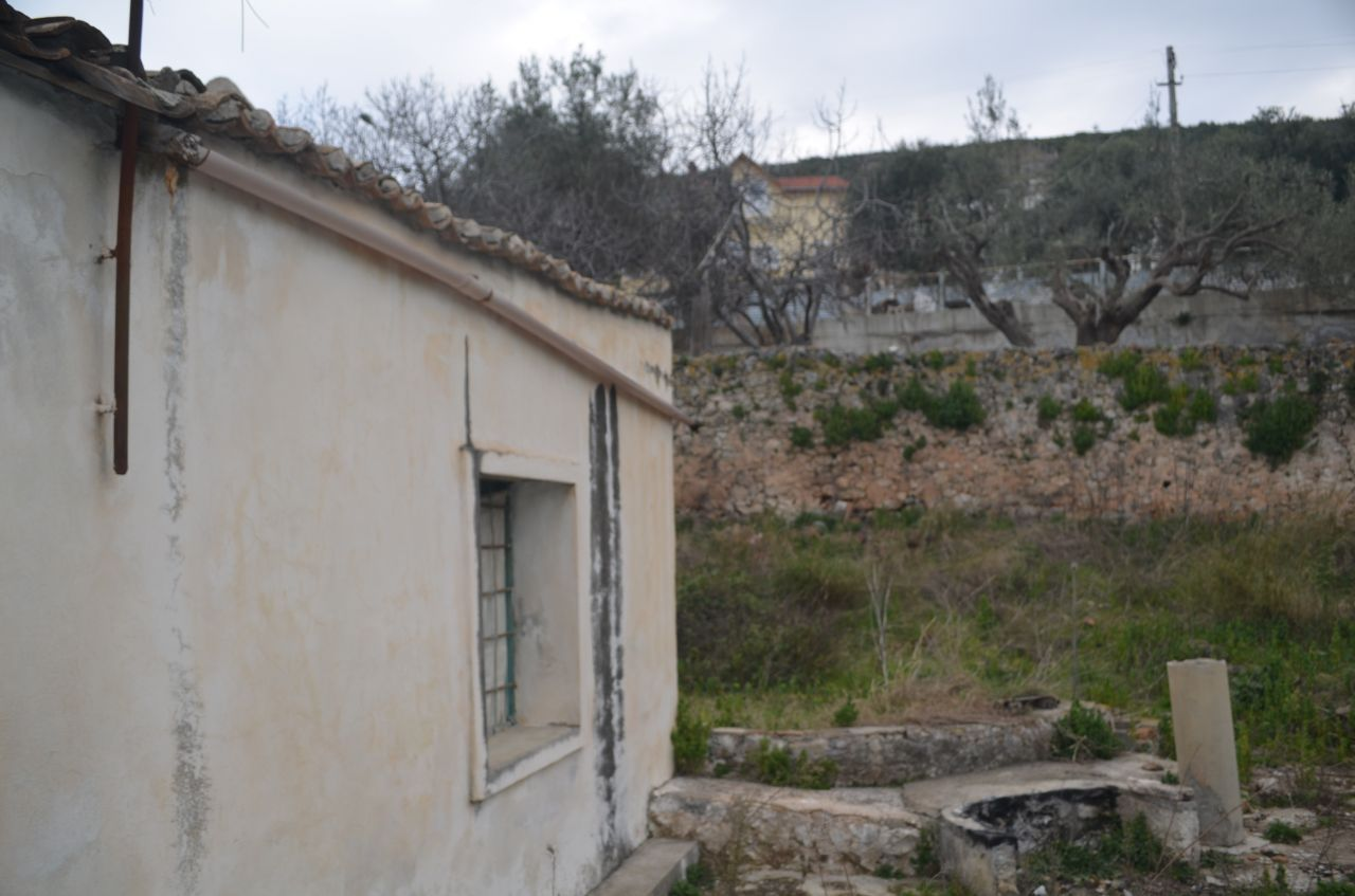 Old house for sale in the village of Radhima, Vlora. It is located near the sea.