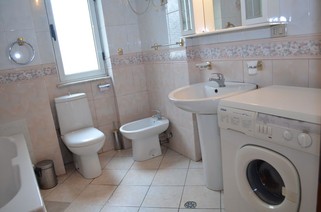 Квартира в аренду в Тиране, это все меблированы и расположен в районе Bllok.