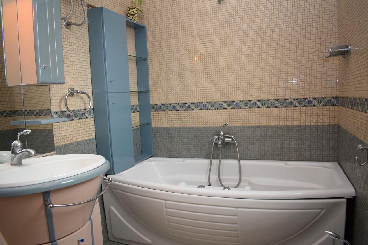 Kiadó két hálószobás apartman Tirana-ban