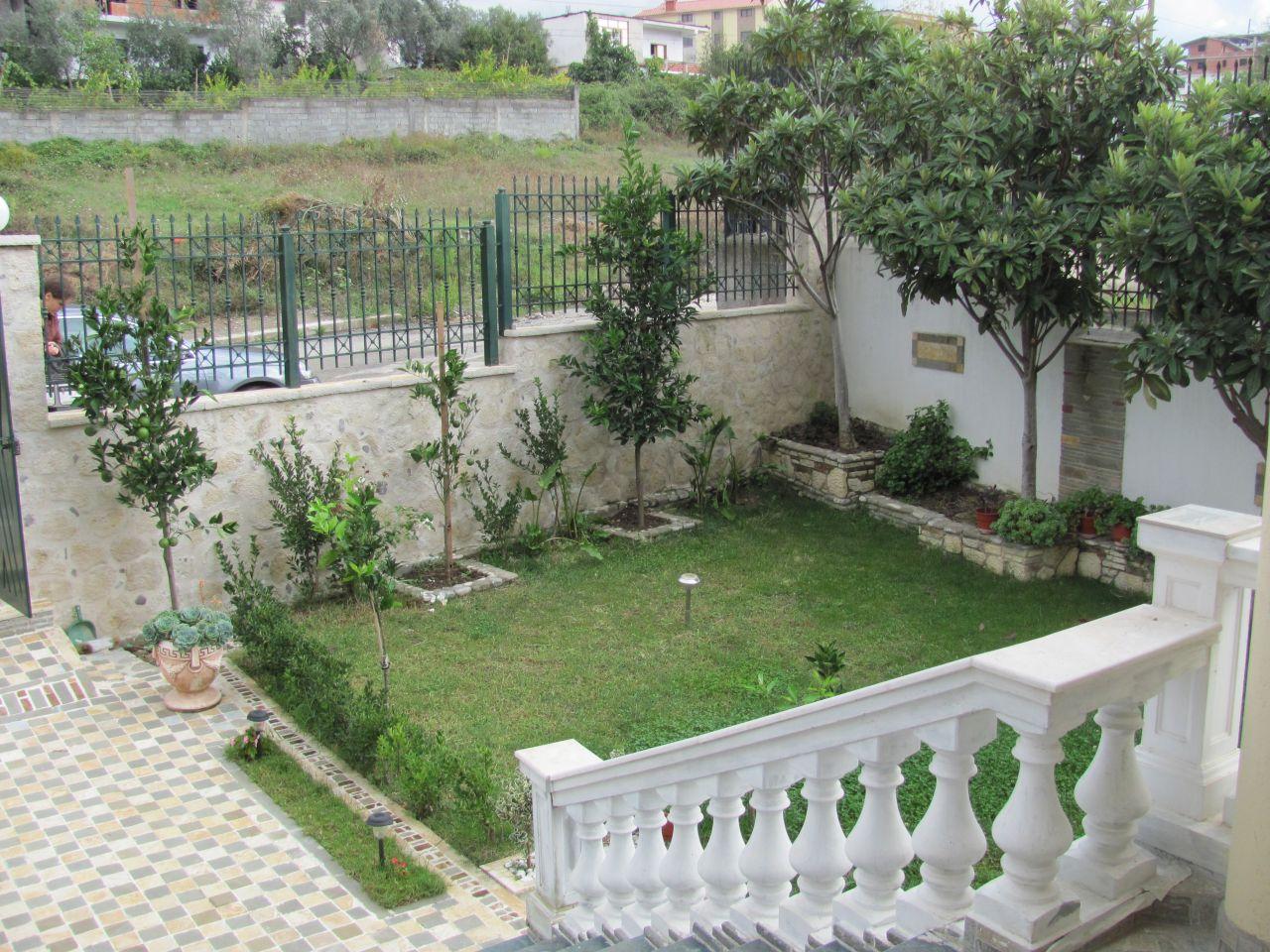 Vilë me një kopsht të bukur me qira në Tiranë, Shqipëri