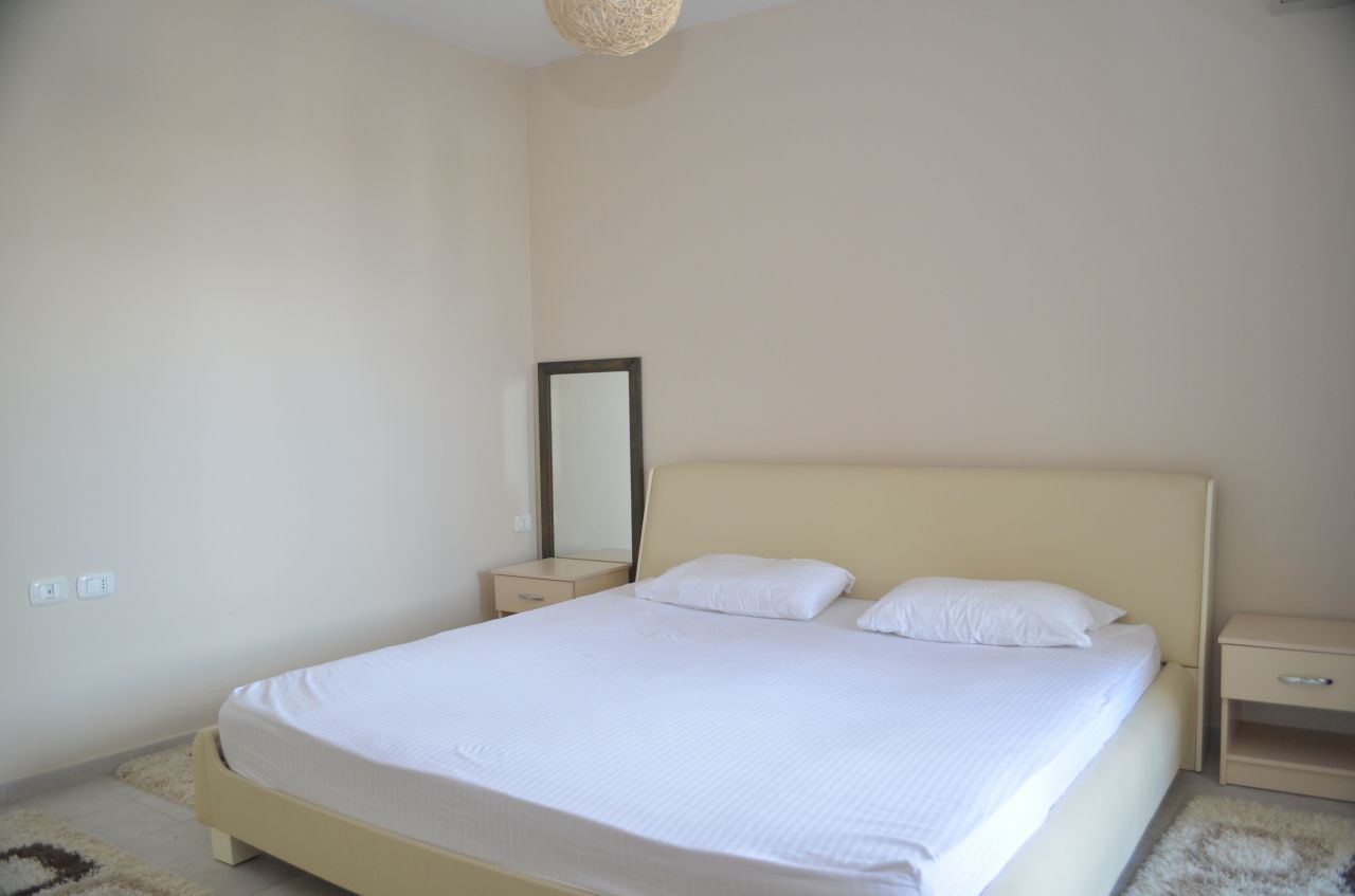 Apartament me Qera ne Tirane prane Liqenit dhe Parkut kombetar. Me dy dhoma gjumi plotesisht i mobiluar