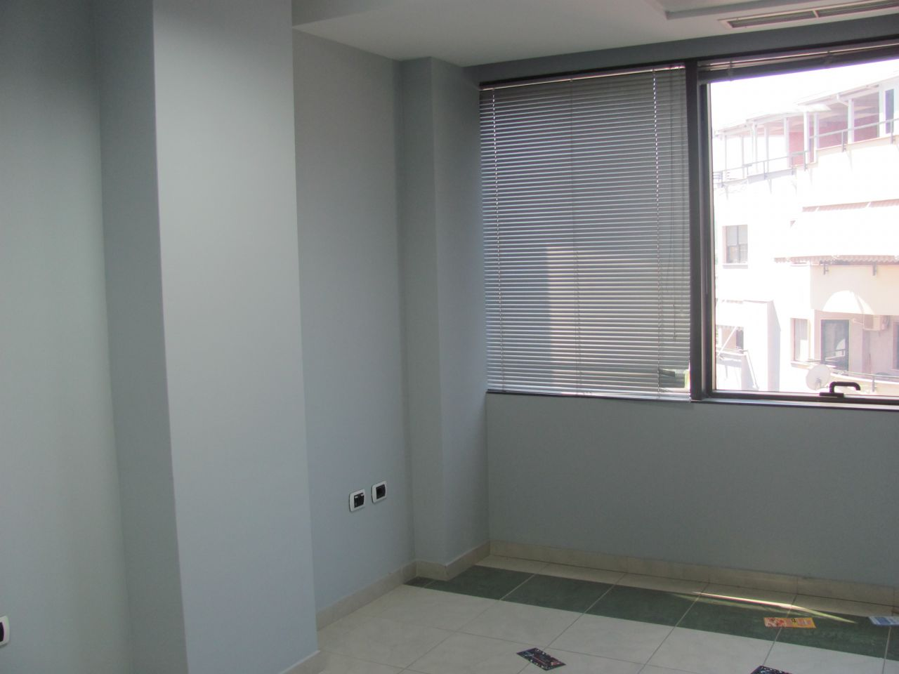 Office in good conditions for rent in Tirana.