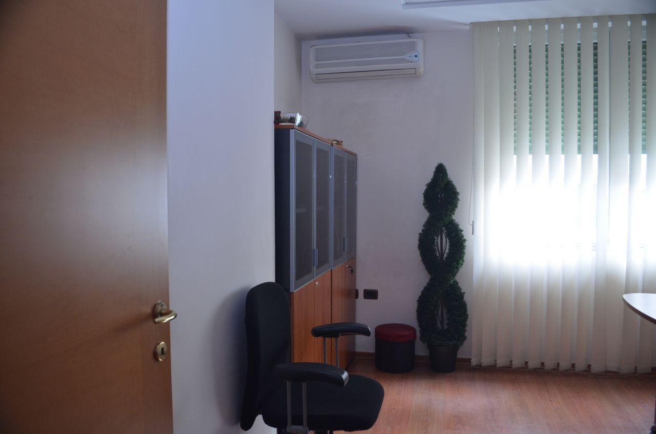 Zyra me Qira ne Tirane, Shqiperi