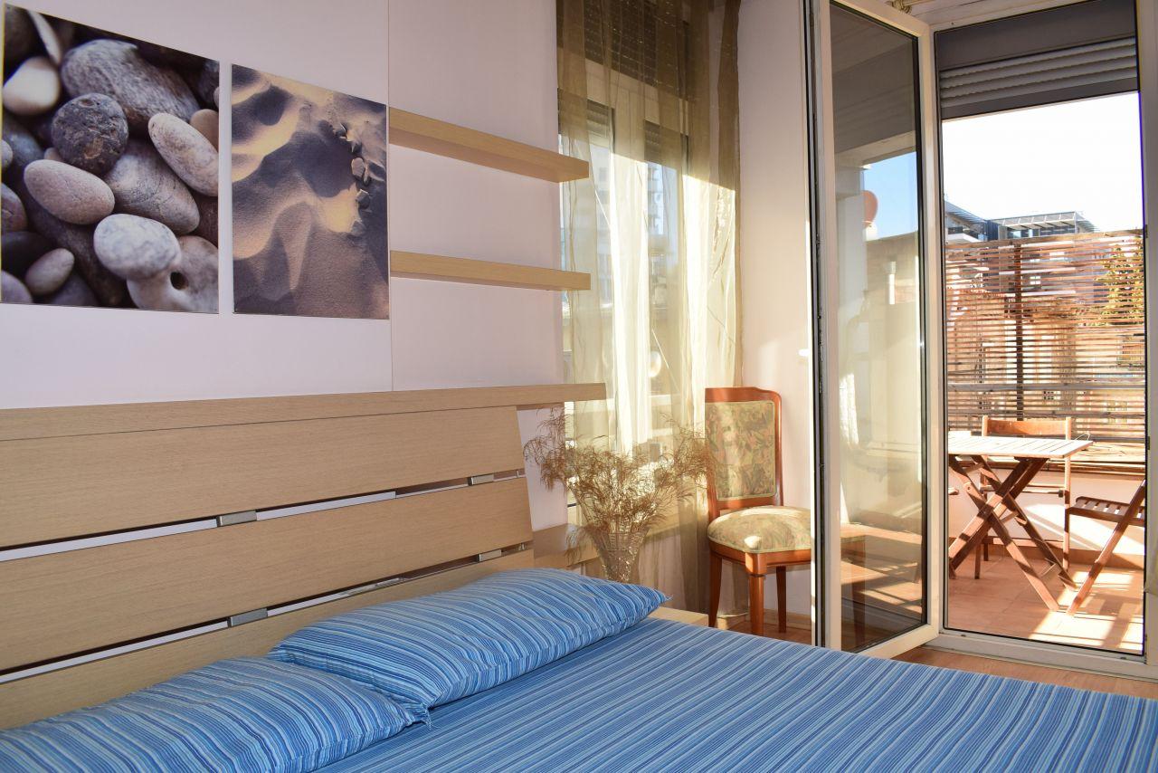 Apartament 1+1 ne Tirane me Qera ne Zonen e Liqenit Artificial Afer Qendres dhe Bllokut