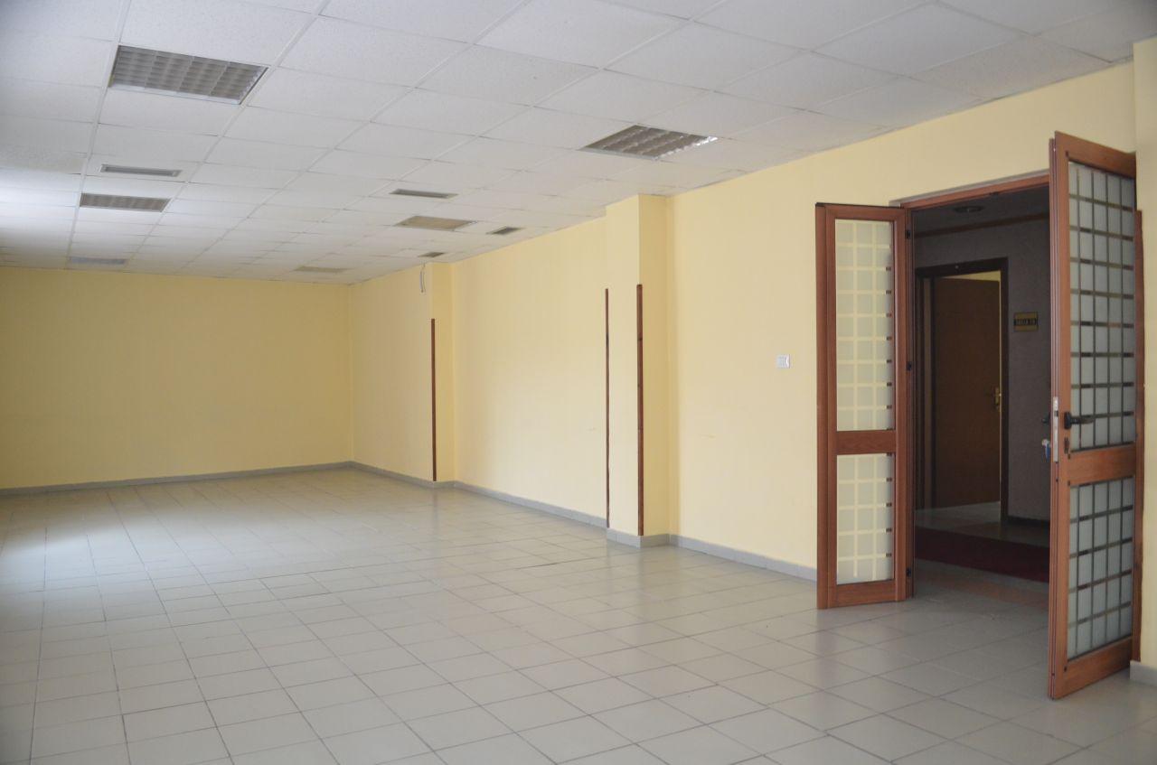 Budynek w centrum Tirany do wynajęcia. To jest bardzo nadaje się do biura.