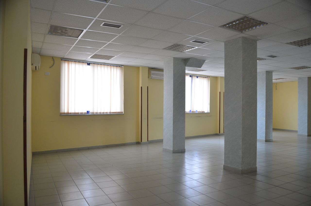 Building in the center of Tirana for rent. It is very suitable for offices.