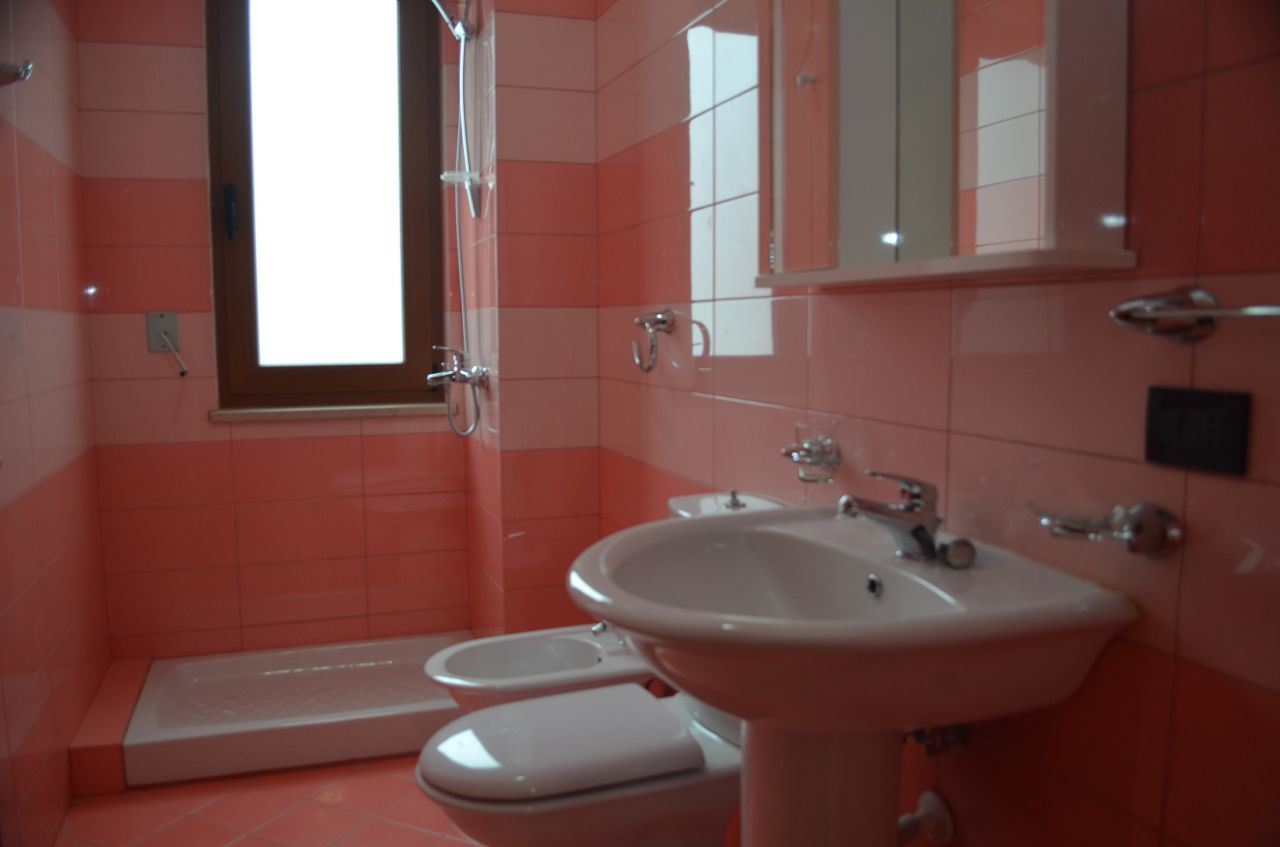 Apartment with 2 bedrooms for Rent in Tirana