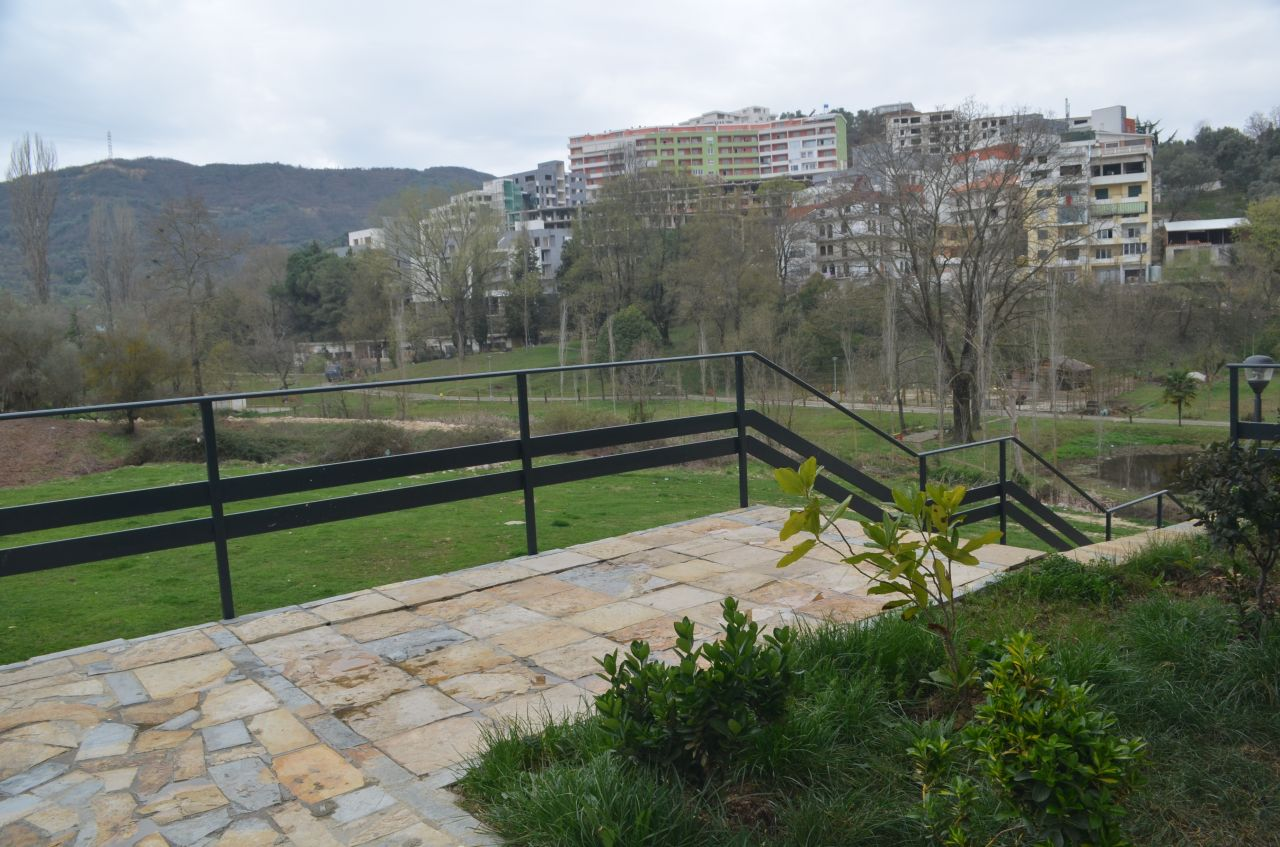 Zyra me qera te kopshti zoologjik ne Tirane