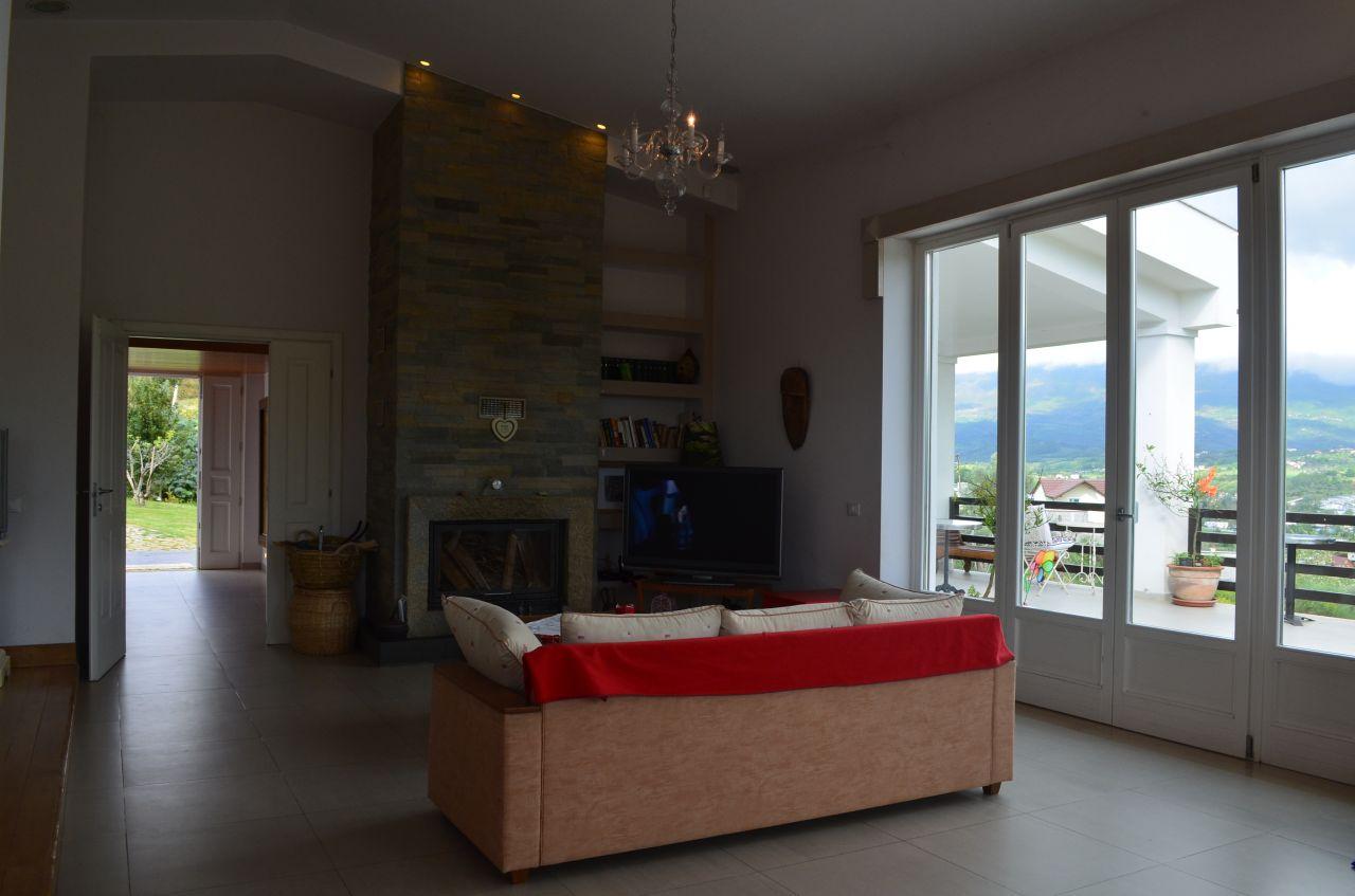 Vile e mobiluar me qera ne Tirane, Shqiperi.