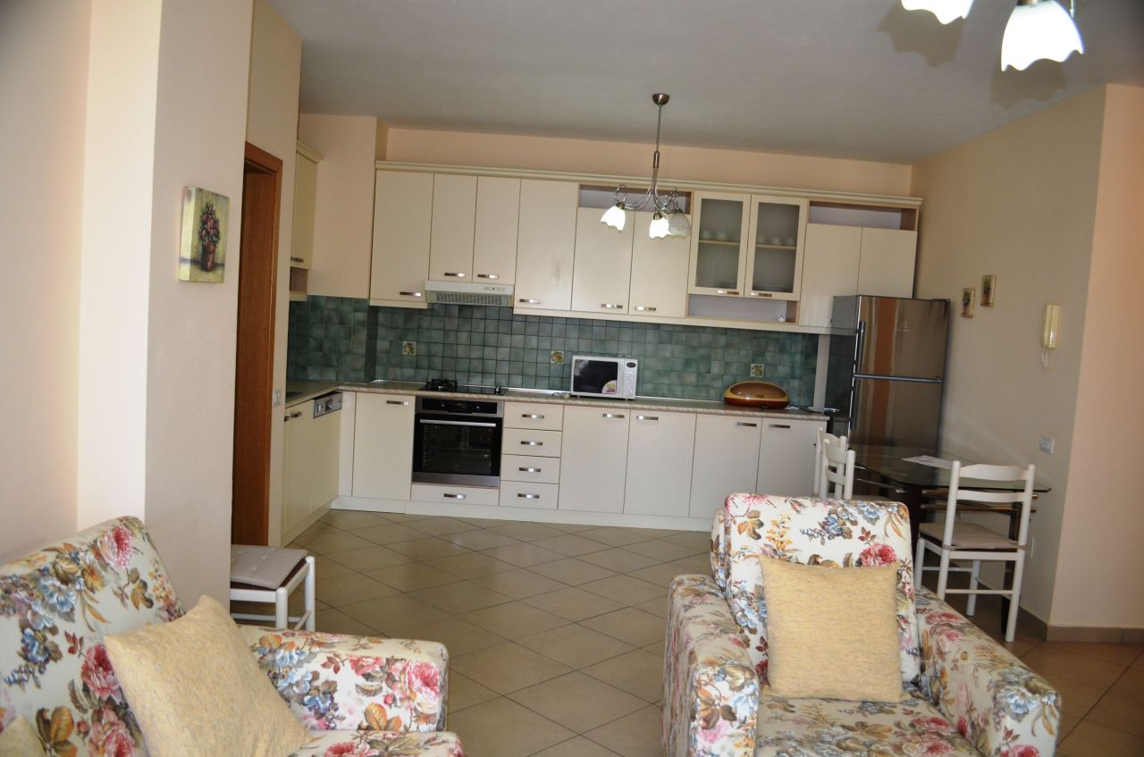 Apartament me tre dhoma gjumi me qira ne Tirane