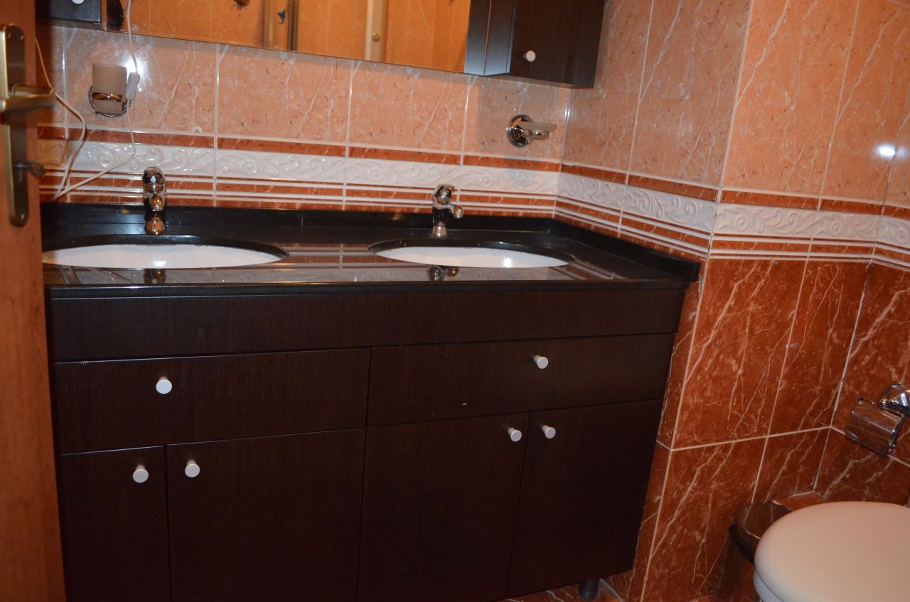Apartament me Qera ne Zonen e Bllokut ne Tirane