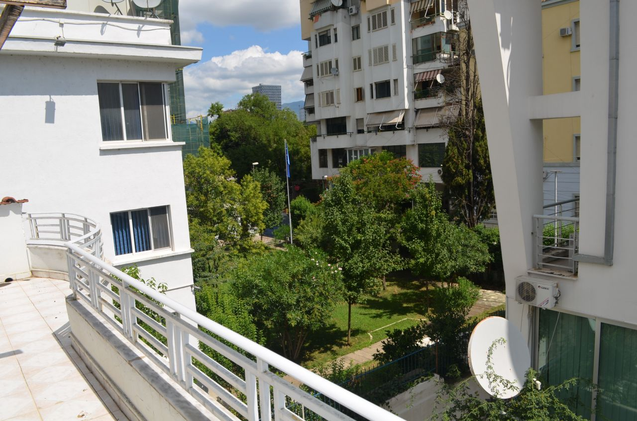 Big villa for rent in Tirana. Villa with three floors in Bollok area