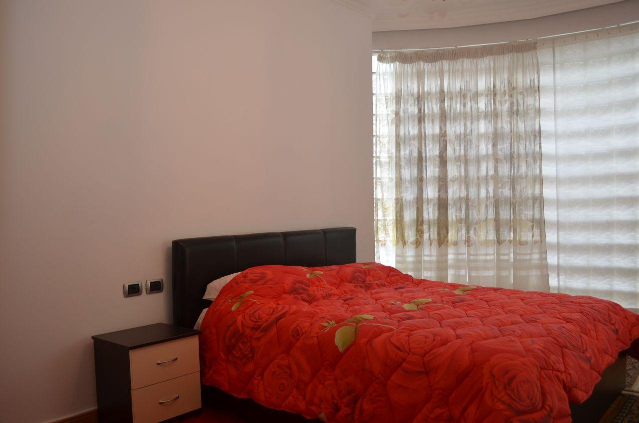 Apartament me qera me dy dhoma gjumi plotesisht i mobiluar, ne bllok ne Tirane