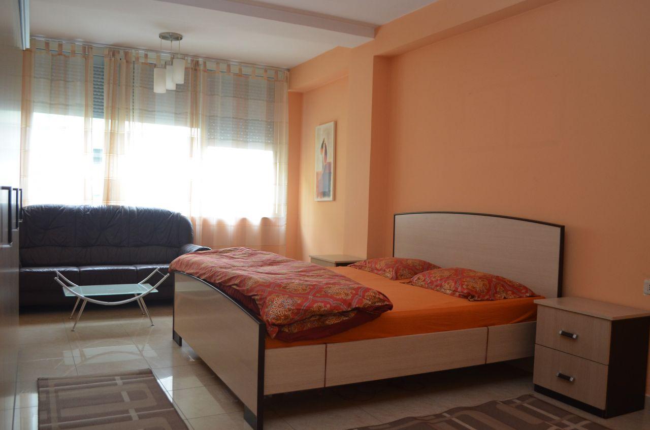 Apartament me qira, me tre dhoma ne Tirane,Albania.