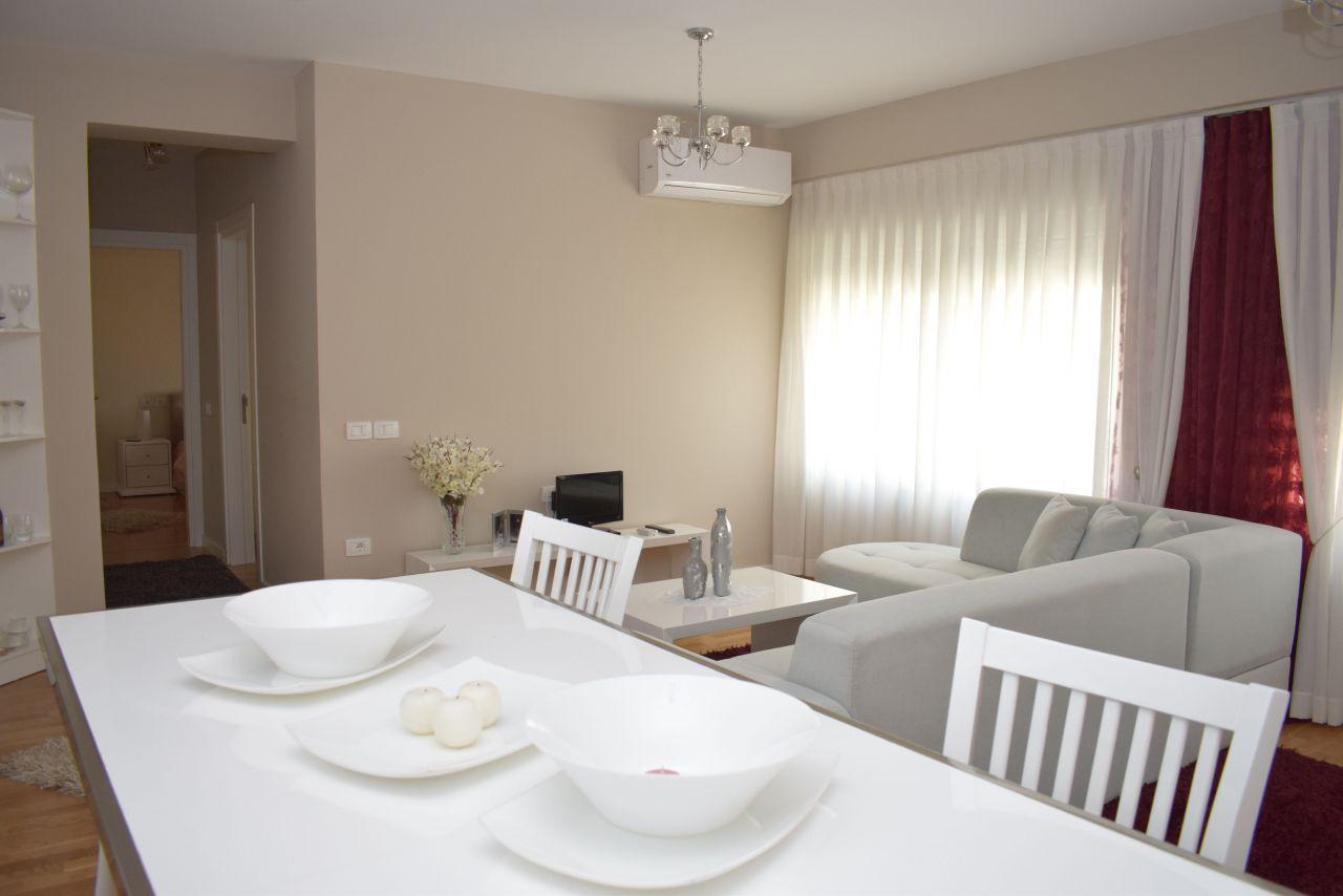 Mieszkanie z dwiema sypialniami w Tiranie do wynajęcia, w dzielnicy mieszkalnej
