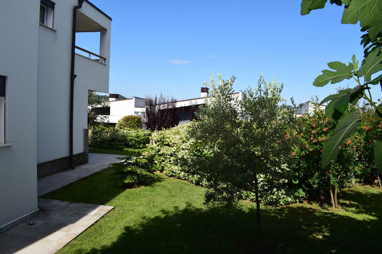 Vile e madhe me Qera ne Rezidence prane Tiranes