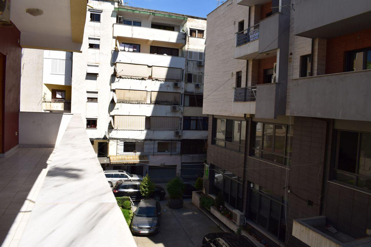 Tre roms leilighet til salgs i Tirana, nær Blloku-området.