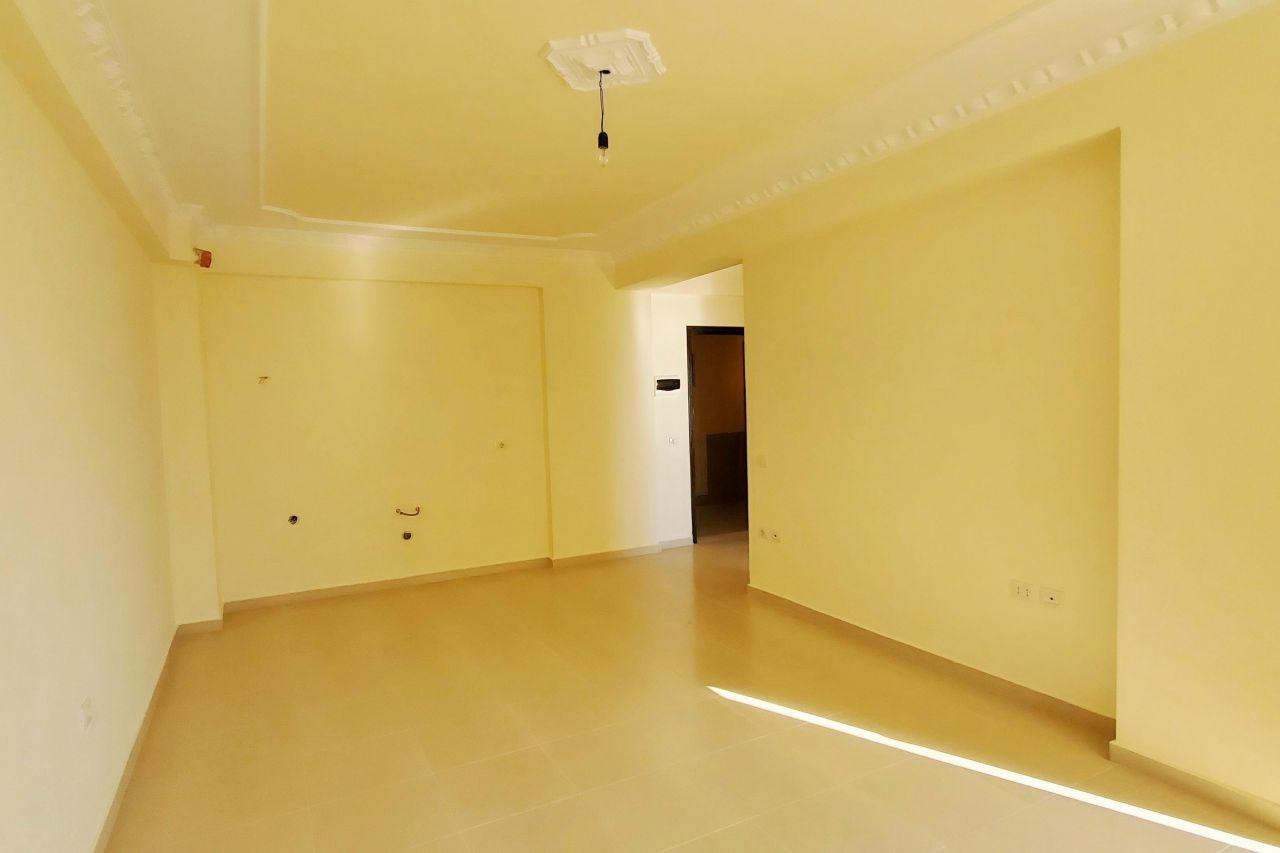 Shitet Apartament Ne Vlore Buze Detit